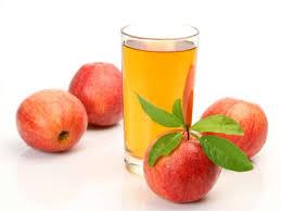 Морс из яблок в стакане фото
