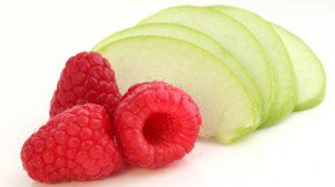 Яблоки и малина для повидла фото