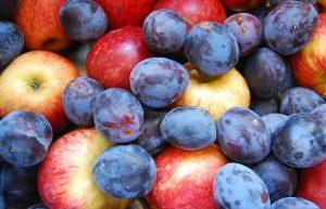 """Яблоки и сливы для рецепта """"Яблочно-сливовое повидло"""""""