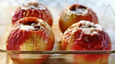 Запеченные яблоки для детей фото